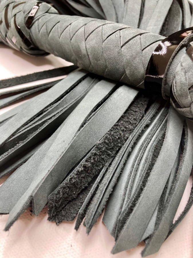 Флоггер из натурального нубука 60 хвостов серый