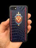 Кожаный чехол-накладка с гербом ФСБ с красными строчками на iPhone