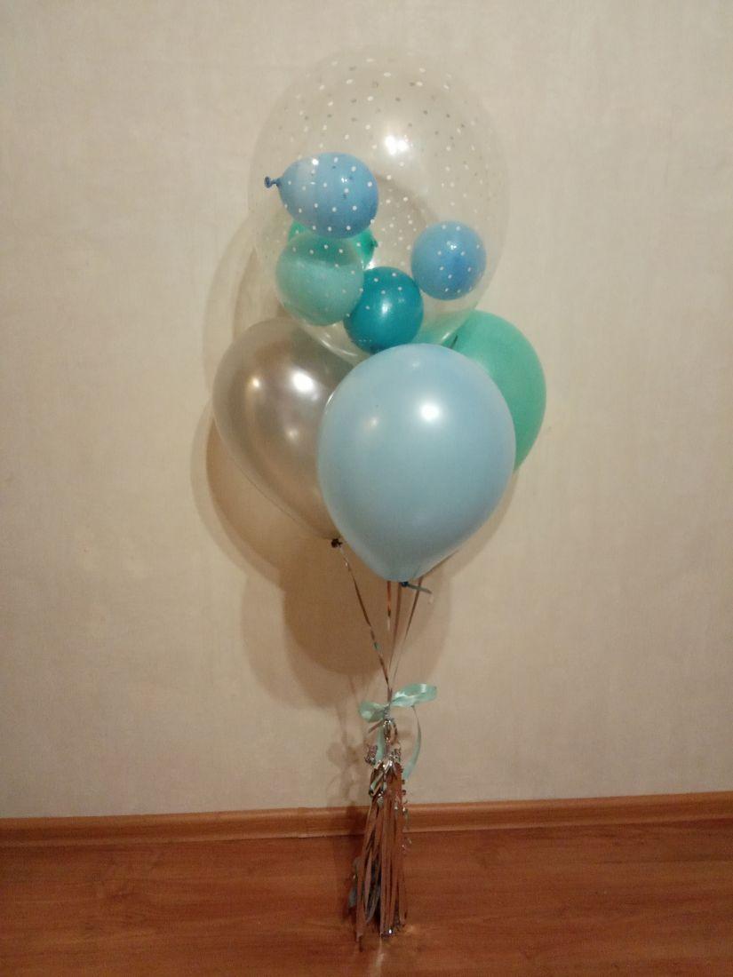 Фонтан с маленькими шариками внутри шара