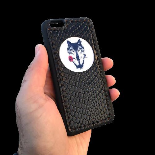 Кожаный чехол-накладка  «Волк с розой» черный на телефон