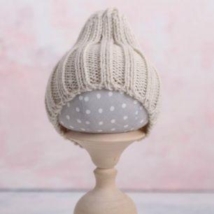 Вязаная шапочка-резинка для куклы - Песочная