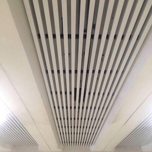 Кубообразный реечный потолок белый матовый