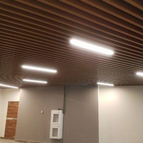 Кубообразный реечный потолок дуб медовый