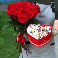 25 красных роз Эквадор 60 см и коробочка - сердце