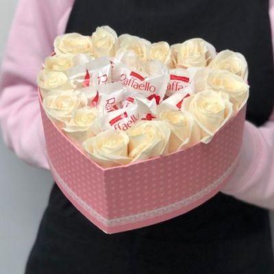 Розы и рафаэлло в коробочке №2