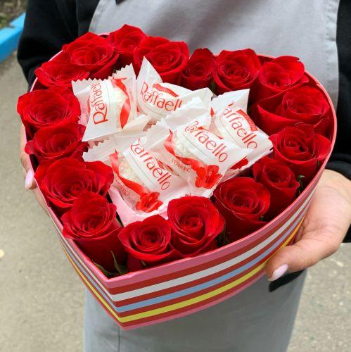 Розы и рафаэлло в коробочке №1