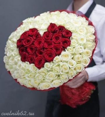 Букет из 101 розы в форме сердца №1