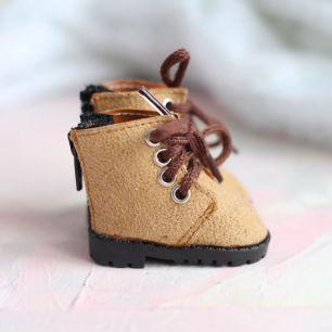 Обувь для кукол 5,5 см - Сапожки на молнии бежевые