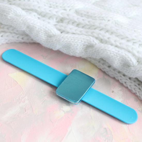 Магнитная игольница-браслет голубой