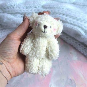 Мишка для куклы Молочный с румяными щечками 12 см