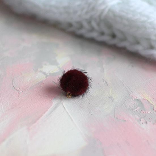 Бусина-подвеска пушистая бордовая