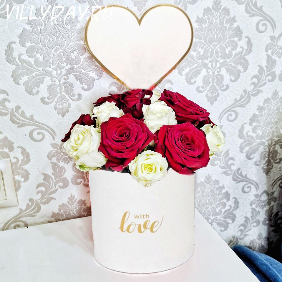 """Коробка с цветами """"Love""""(белая)"""