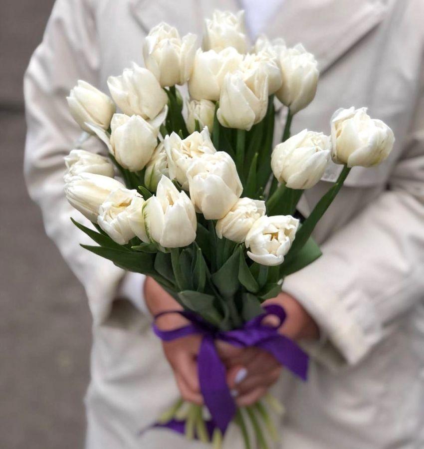 15 белых пионовидных тюльпанов
