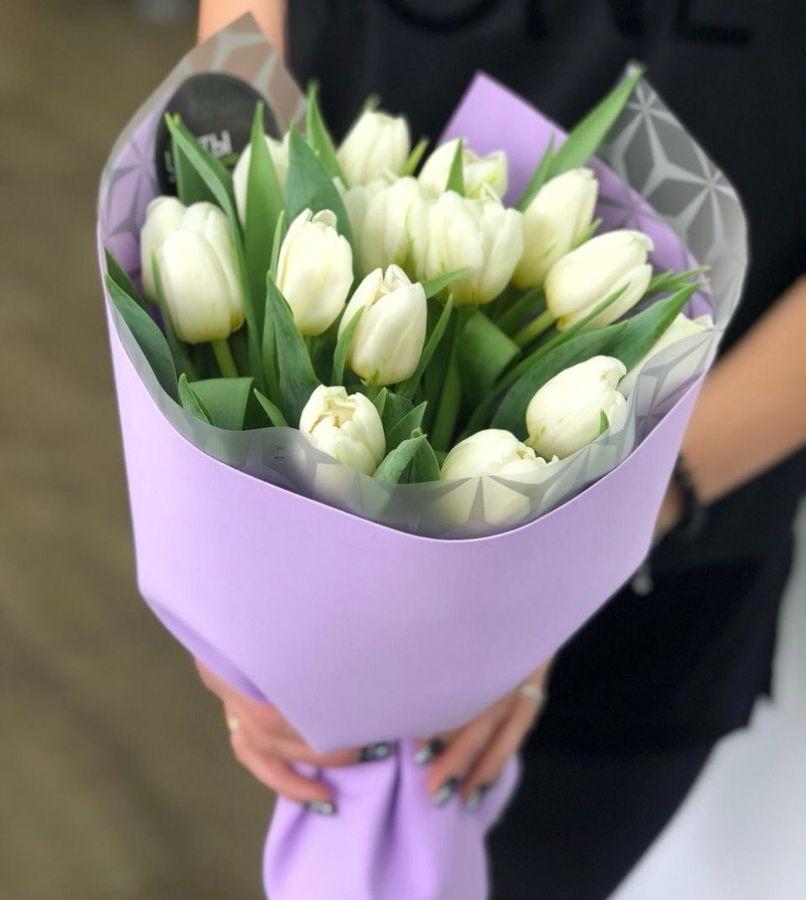 15 белых пионовидных тюльпанов в красивой упаковке
