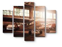 Модульная картина Самолет в ангаре