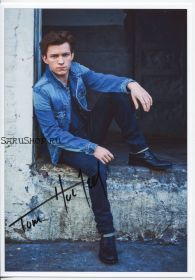 Автограф: Том Холланд