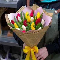 Тюльпаны микс в красивой упаковке