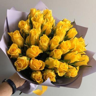 35 желтых кенийских розы