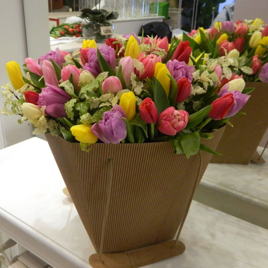 Тюльпаны махровые микс в сумочке крафт