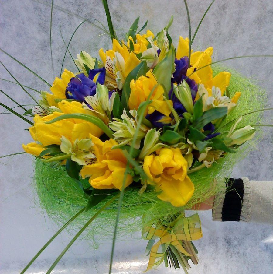 Букет с желтыми тюльпанами