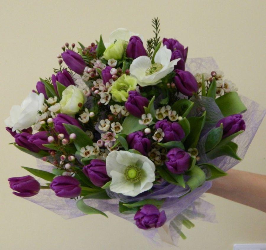 Сборный букет с тюльпанами