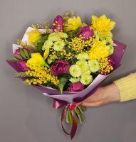 Сборный букет № 26 с тюльпанами и нарцисами
