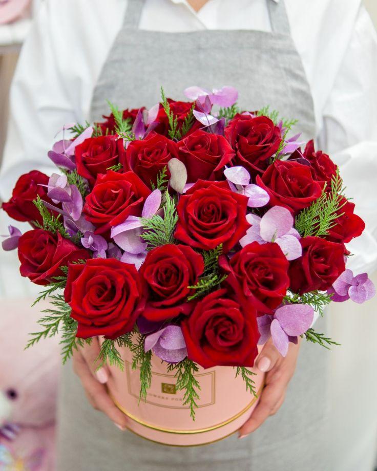 Коробка с цветами из 25 красных роз