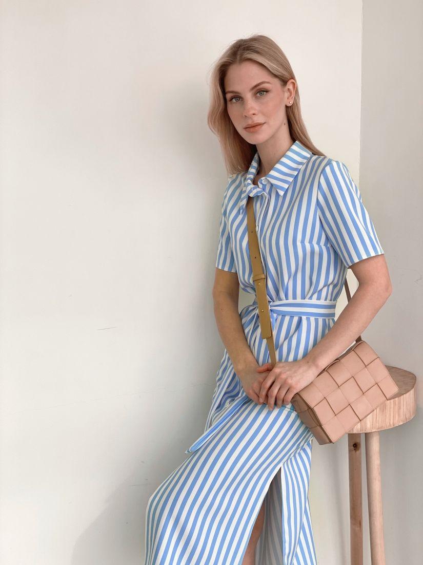 s3925 Платье-рубашка в бело-голубую полоску