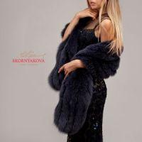Меховой палантин на вечернее платье в модном цвете графит
