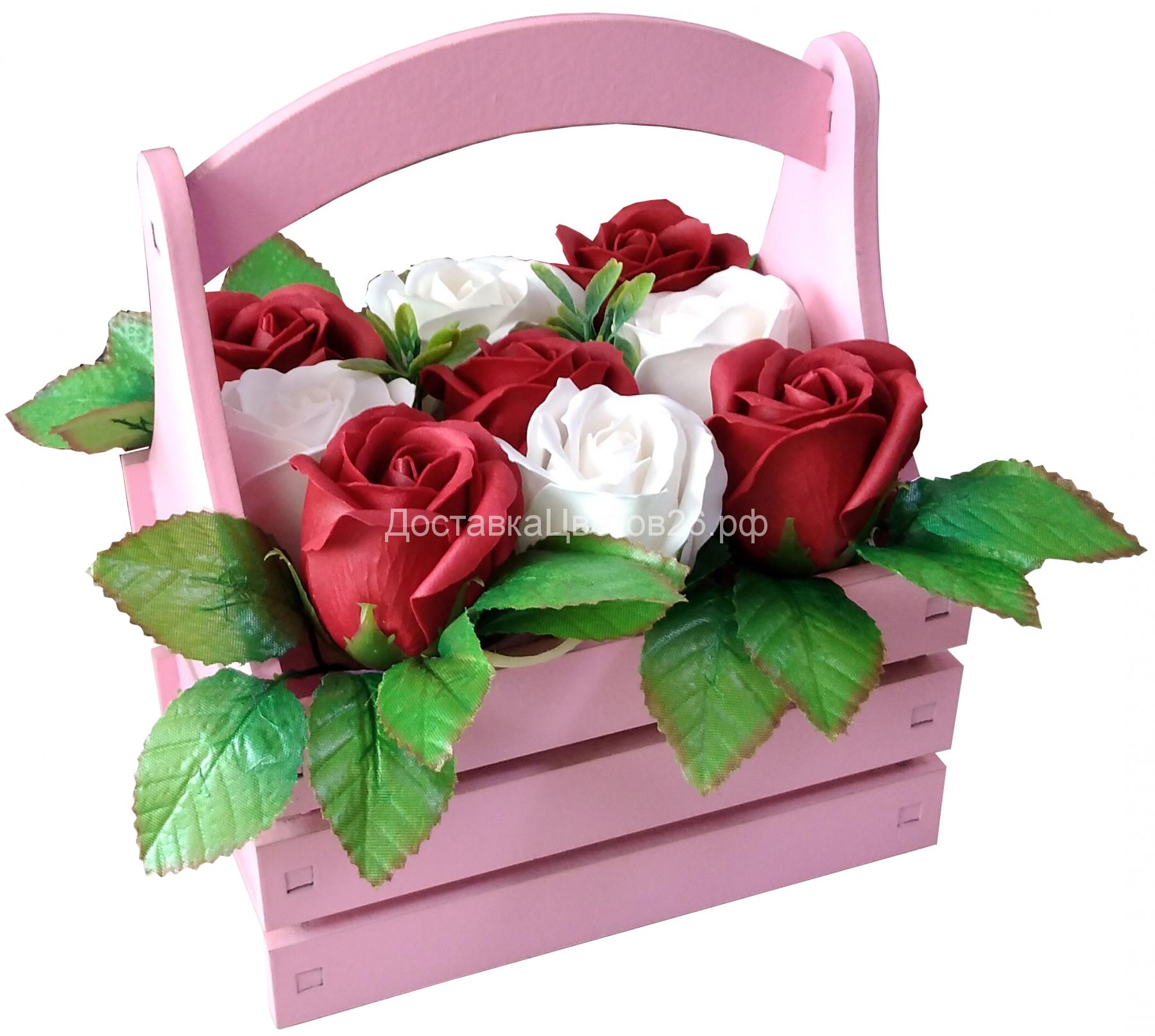 Деревянный ящичек с розами из мыла