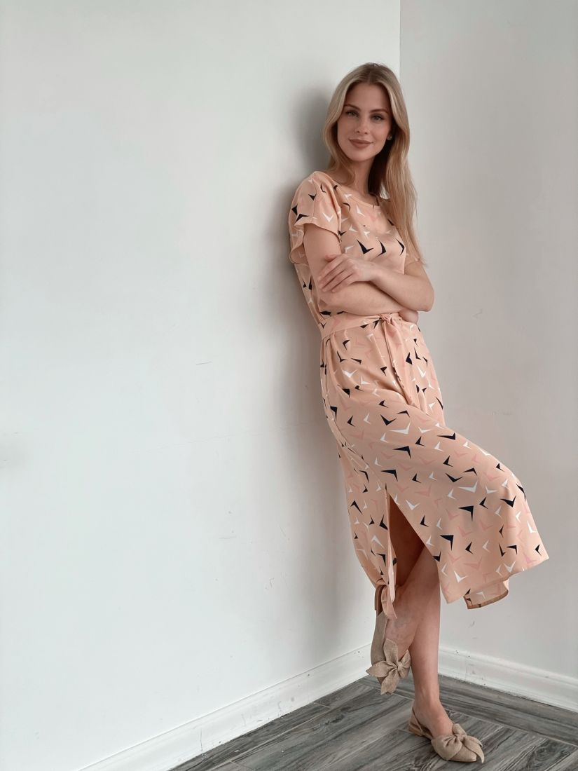 s3929 Платье в пудровом цвете с птичками