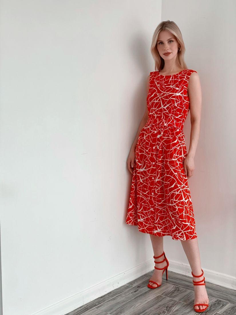 3930 Платье с декольте по спинке красное