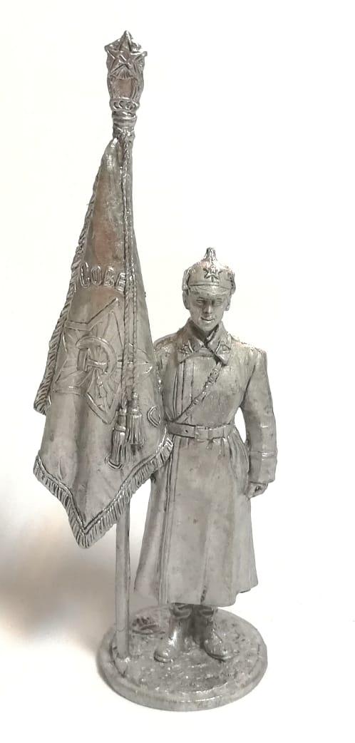 Фигурка красноармеец со знаменем олово