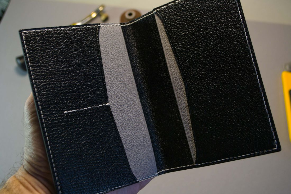 Обложка для паспорта с карманами для карт и документов