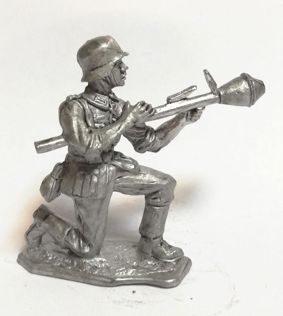 Фигурка немецкий гранатометчик олово