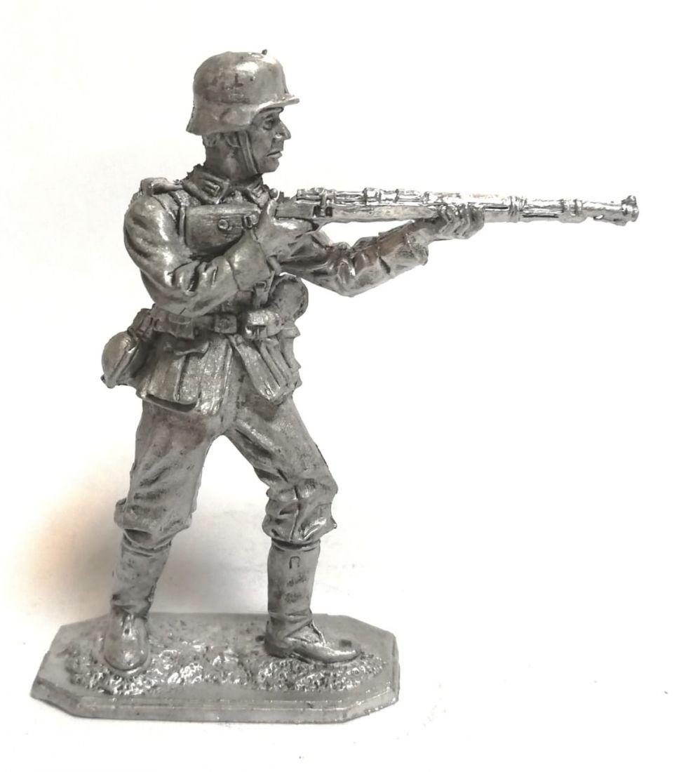 Фигурка немецкий солдат с карабином олово