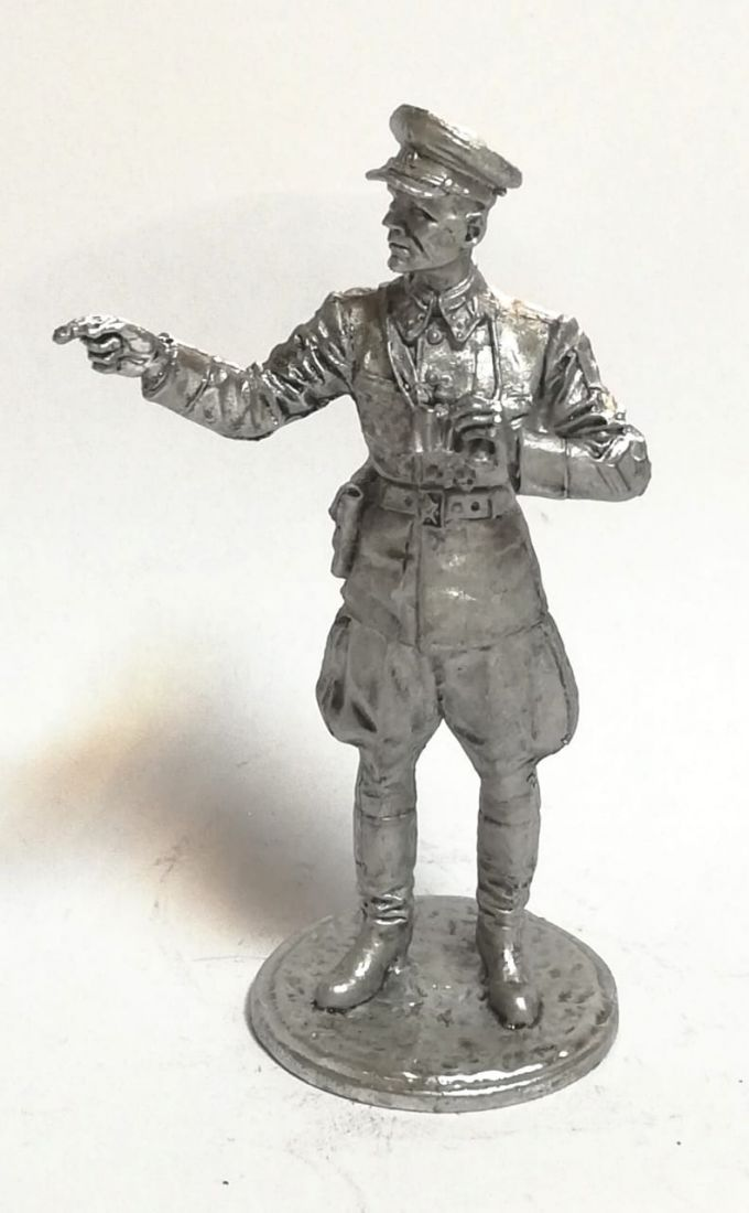 Фигурка советский офицер с биноклем олово