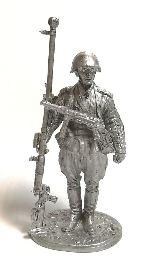 Фигурка солдат с противотанковым ружьём
