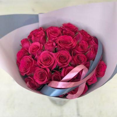 29 малиновых роз
