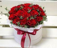 Розы красные 25 шт в шляпной коробке