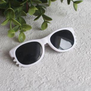 Кукольный аксессуар - Очки с темными линзами белые, 8 см.