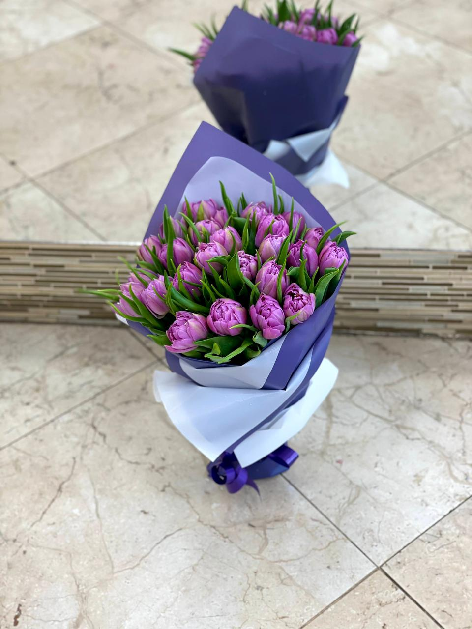 Букет из 25 пионовидных тюльпанов фиолетовых