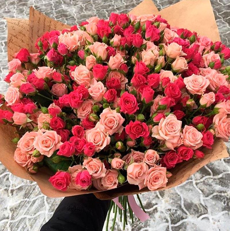 51 кустовая роза микс в упаковке