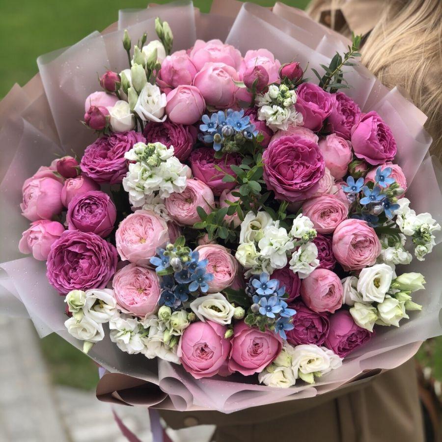 Сборный букет с кустовой розой