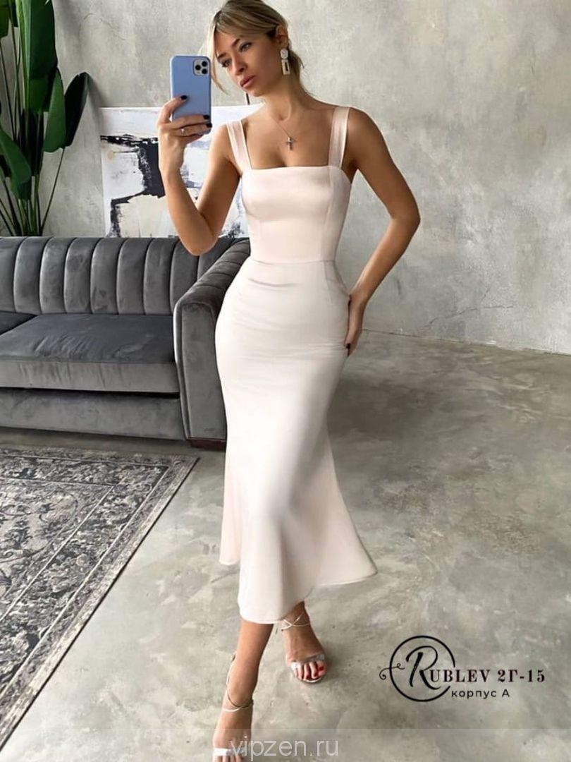 Женственное и изящное шелковое платье