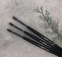 Кисть Mileo 5 для бровей скошенная (черная ручка, черный ворс)