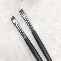 Кисть Mileo 8-1 для бровей скошенная (черная ручка)