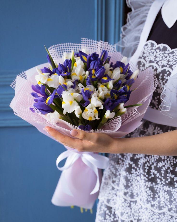 Букет цветов на выпускной  из 21 ириса