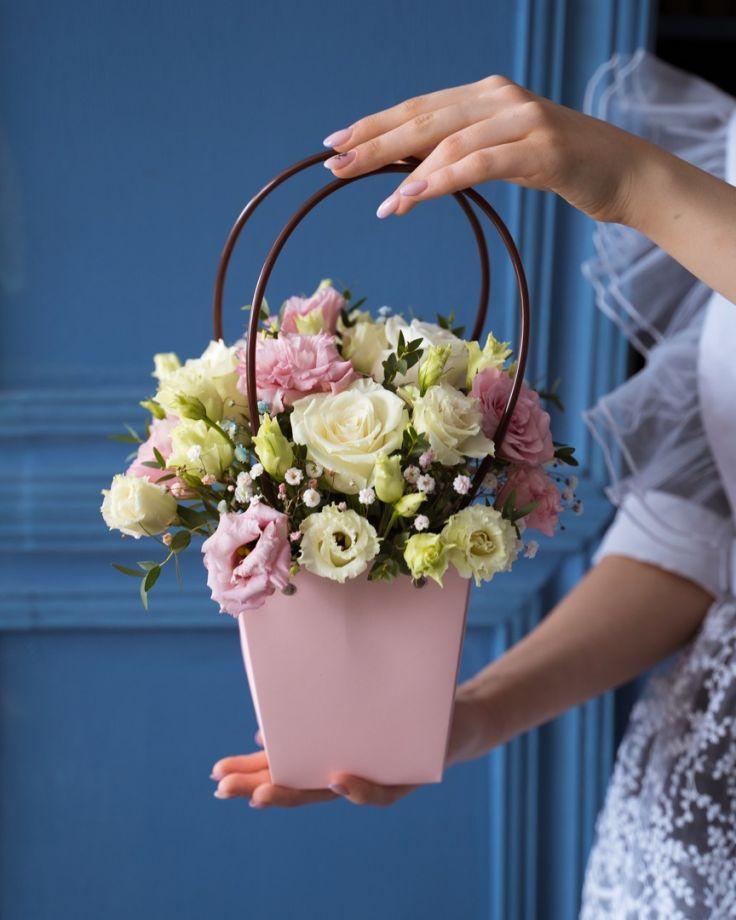 Корзинка на выпускной из цветов розы