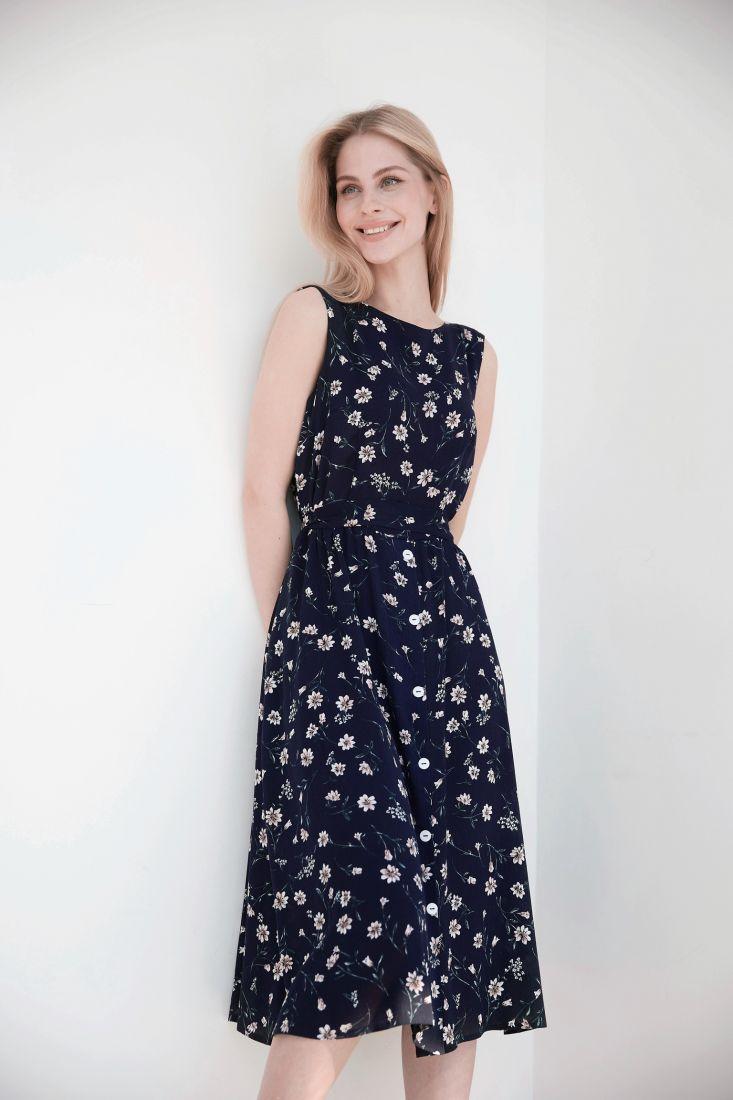 s3998 Платье синее с декольте по спинке из жатого хлопка